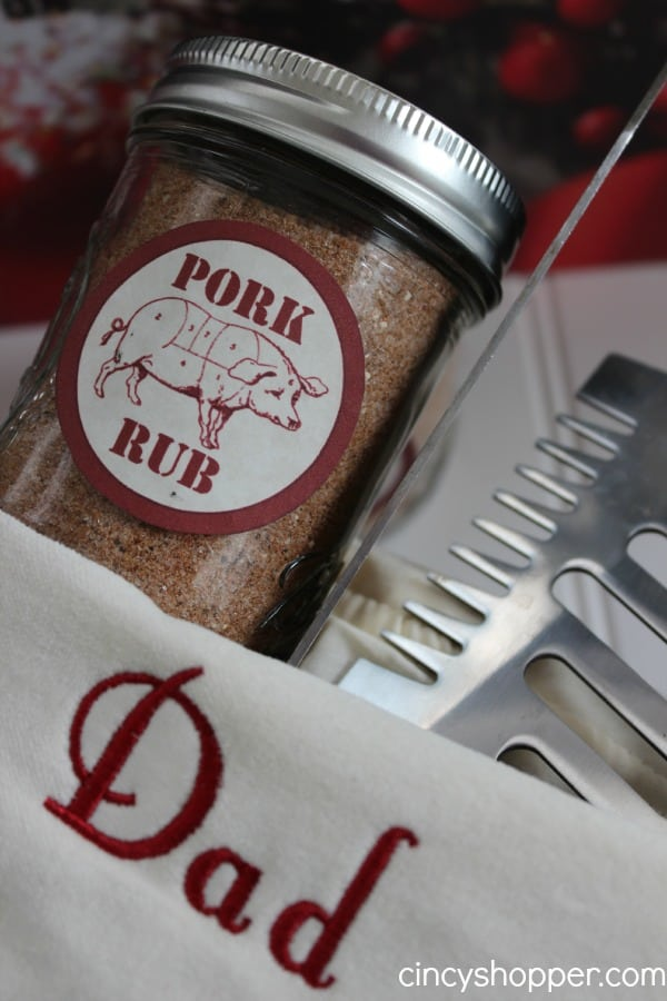 This DIY Gift in a Jar Pork Rub Recipe with FREE Printable Label is perfect for those hard to buy for men on your Christmas shopping lists.