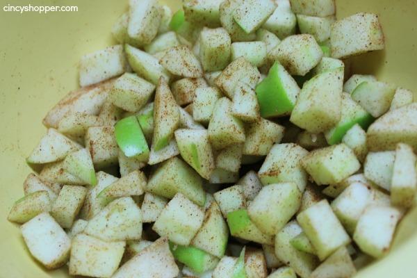 Caramel Apple Cheesecake Bars Super delish fall apple dessert.