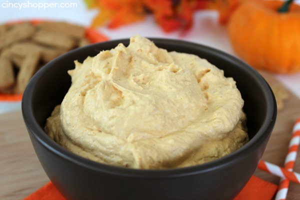 Fluffy Pumpkin Dip - Super simple dip for fall. Great from dipping graham crackers, apples and more!