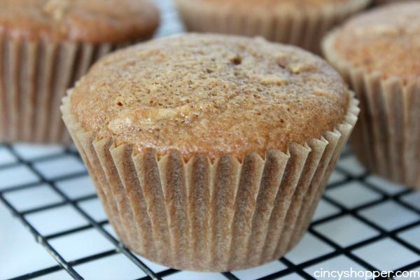 Caramel Apple Cupcakes - super fun cupcake idea for fall. Lots of caramel and nuts. YUM!