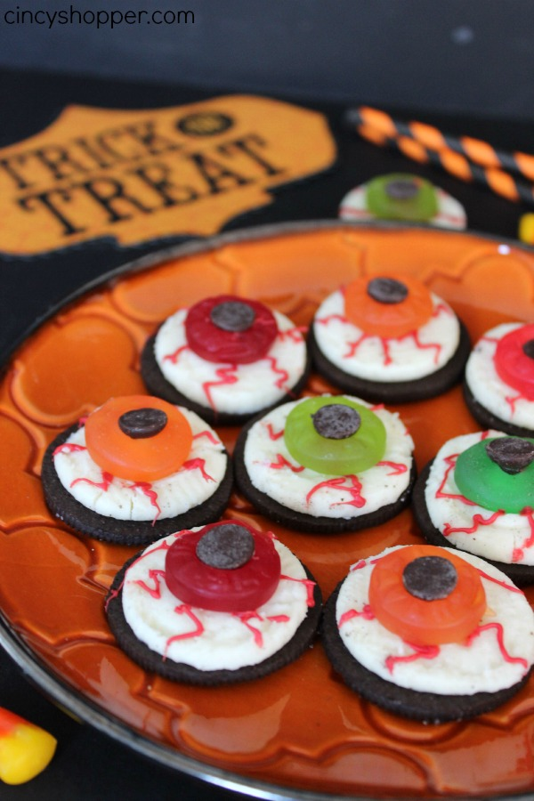 Halloween Oreo Eyeballs Fun dessert or treat for parties. Super simple and not too spooky but just spooky enough to excite the kids (and adults).