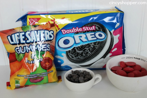 ingredients 12 oreos 12 life saver gummies 12 chocolate chips 1 4 cup    Oreo Halloween Desserts