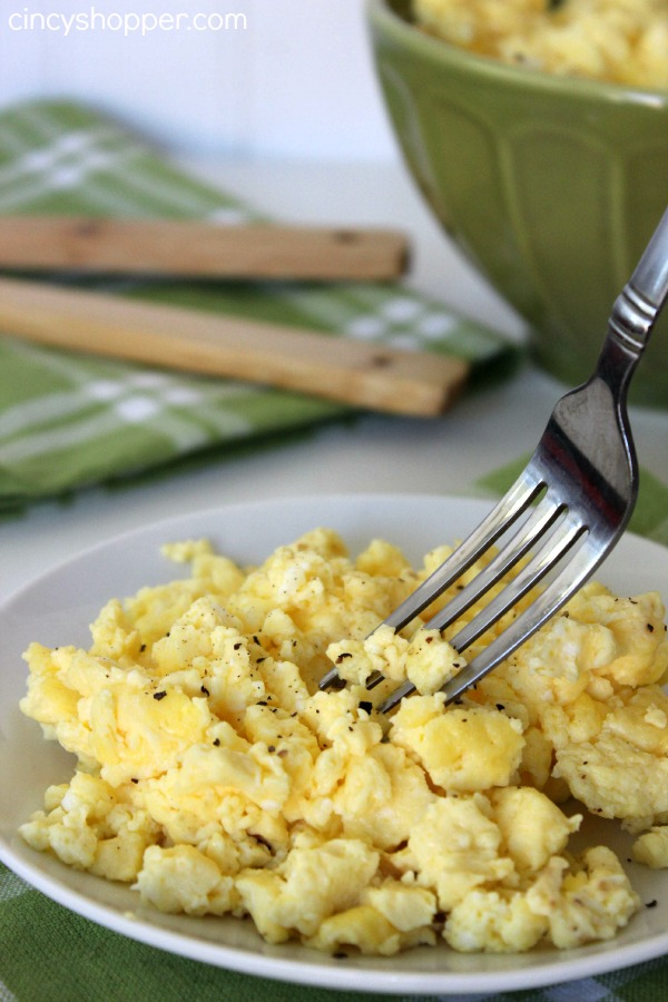 Oven Scrambled Eggs Recipe- Making your eggs in the oven is great for feeding a crowd or large family (like mine). Super simple for quick breakfasts.!)