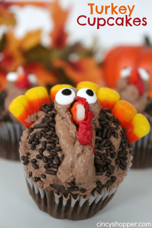 Turkey Cupcakes -Fun and Easy Cupcakes for Thanksgiving dessert. The kiddos can help make these!