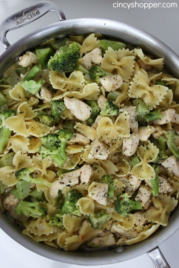 One Pot Chicken Broccoli Pasta- Chicken Breast, Broccoli, Bow tie Pasta flavored up with Parmesan Cheese. Super simple meal made in just one skillet.