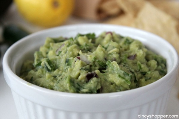 CopyCat Chipotle Guacamole- Super simple to make at home. Perfect addition to your to your burritos, bowls, taco and chips..