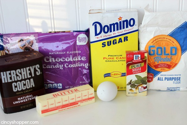 CopyCat Girl Scout Thin Mint Cookies- Super simple! Satisfy your craving year round with this recipe.