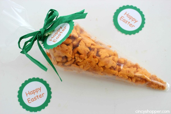 Easter Carrot Treat Bags with FREE Printable Tag- Great non-candy Easter treat idea. Perfect for baskets or for classroom treats.