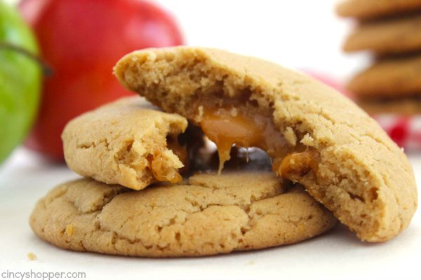 Caramel Apple Cider Cookies -great apple cider flavor and a gooey caramel filling stuffed right in the middle