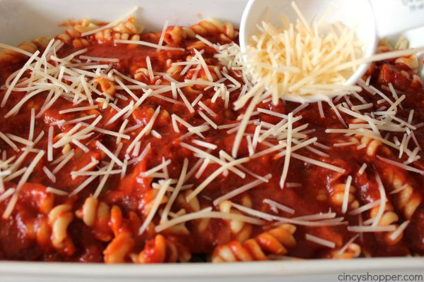 Chicken Parmesan Pasta Casserole -super simple and great for feeding a large family or crowd.