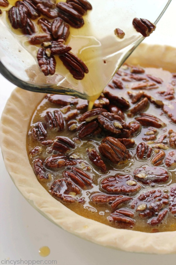 Homemade Pecan Pie - a great addition to your Thanksgiving dinner this year. Super simple and the pie turns out AMAZING!