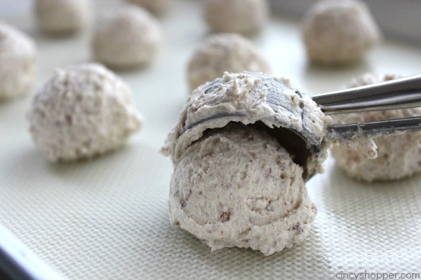 Snowball Cookies - make for a great Christmas cookie or even all year round dessert. Melts right in your mouth