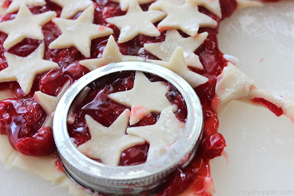 Cherry Pie Cookies - Mini pies in the form of a cookie are great for picnics and bbq's. Super delicious, easy, and so fun!