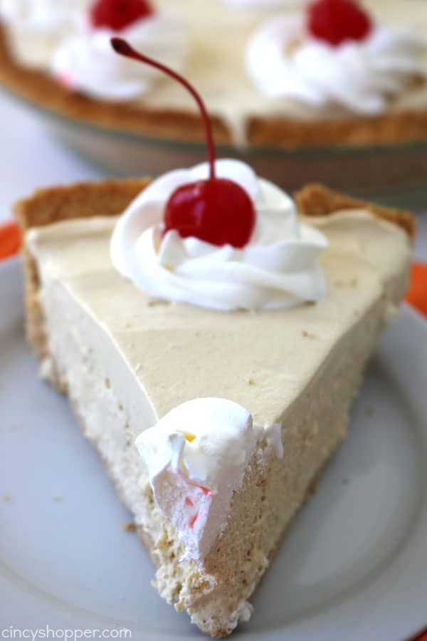 Easy Root Beer Float Pie - Perfect summer pie. Can be made No Bake!