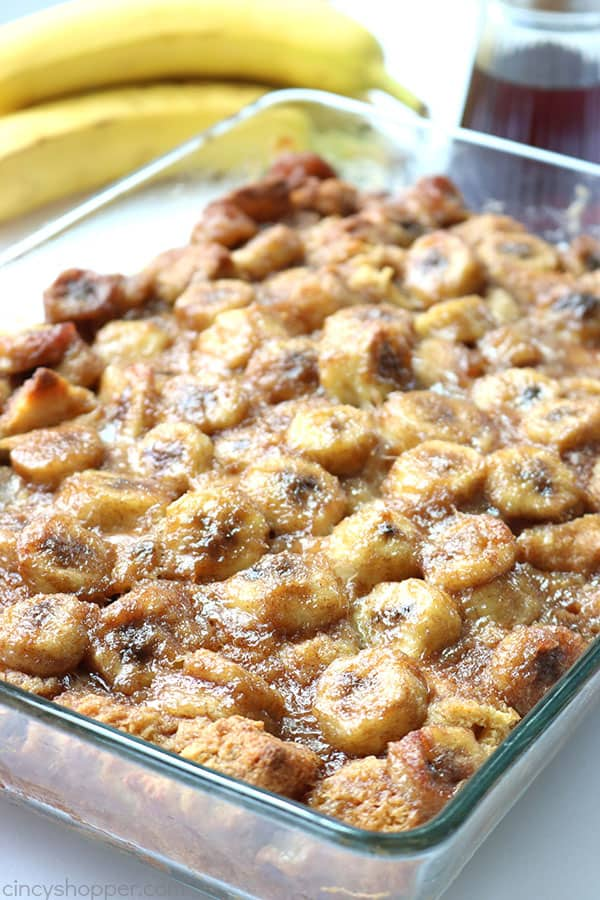 Overnight Bananas Foster French Toast Casserole. French toast with caramelized bananas that will feed a crowd. #breakfast #breakfastcasserole #holiday