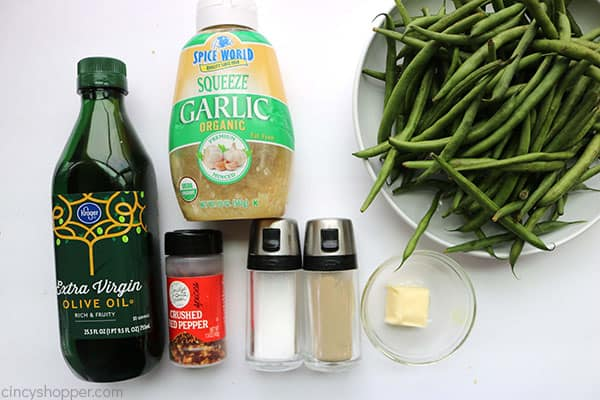 The ingredients to make garlic roasted green beans.
