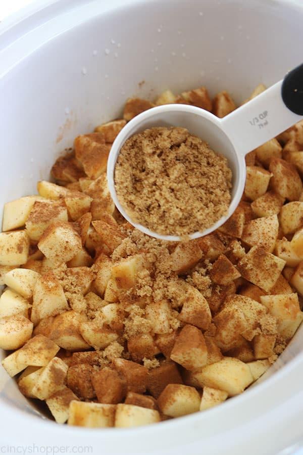 Making applesauce in slow cooker