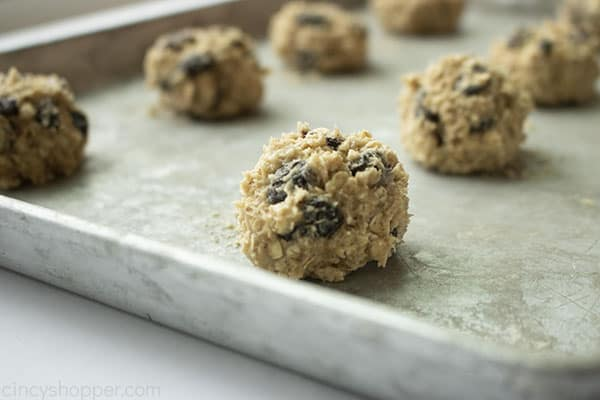 Unbaked Oatmeal Raisin Cookie balls