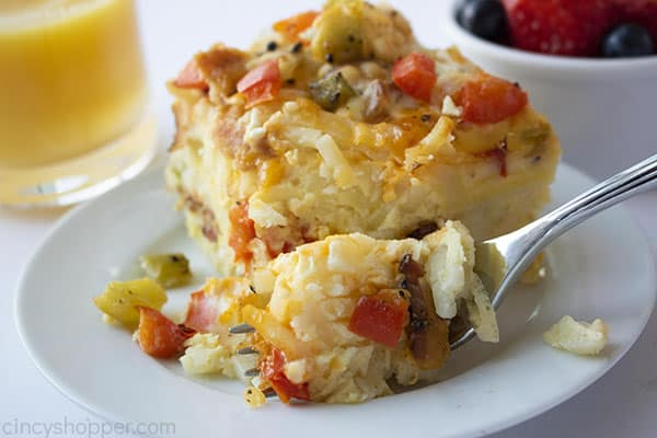crock pot breakfast casserole made with hashbrowns and bacon