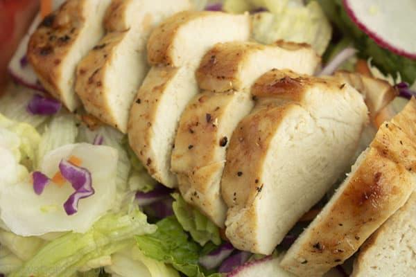 Sliced chicken on a salad misture