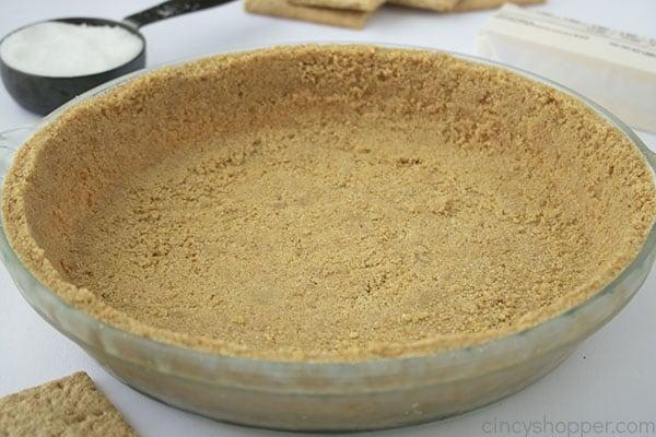 Chilled graham cracker pie crust