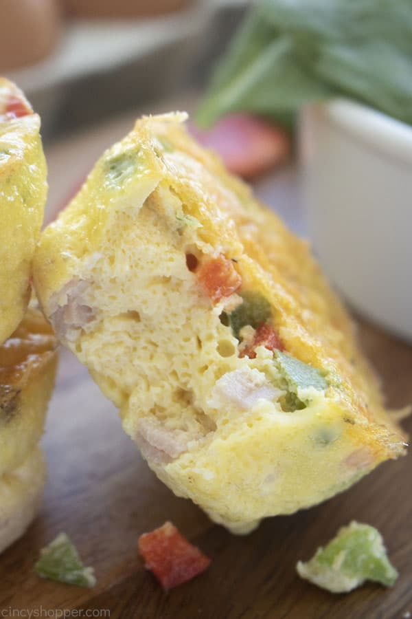 Bit open egg muffin with ham and vegetables