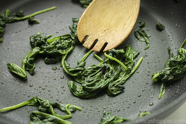 Cooked spinach in pan