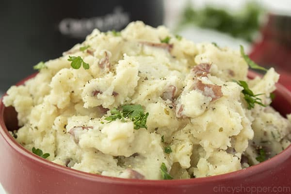 Finished mashed potatoes with butter and parsley in a bowl