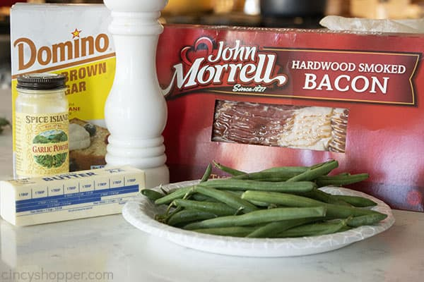 Ingredients to make green beans wrapped in bacon