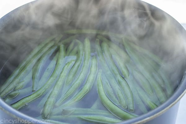 boiled green beans in water