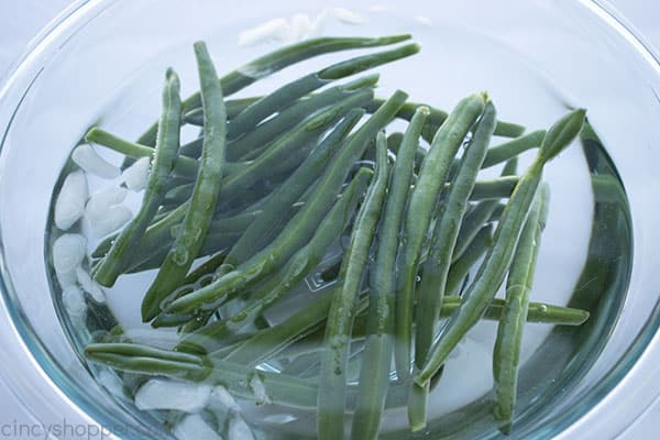 Blanched green beans in cold ice water