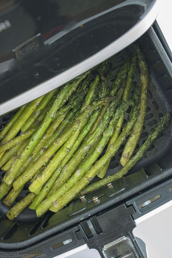 Asparagus cooked in the air fryer